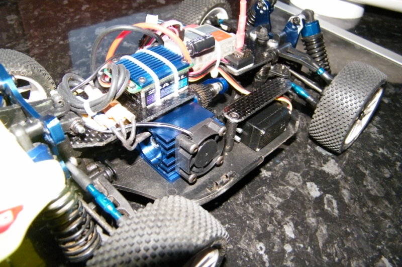 Mini Inferno Brushless avec LIPO 2S et modifications carbone Mini_Inferno_Abby_j